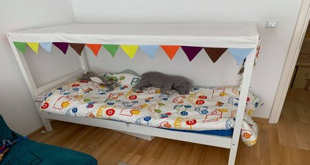 Toddler bed with toys